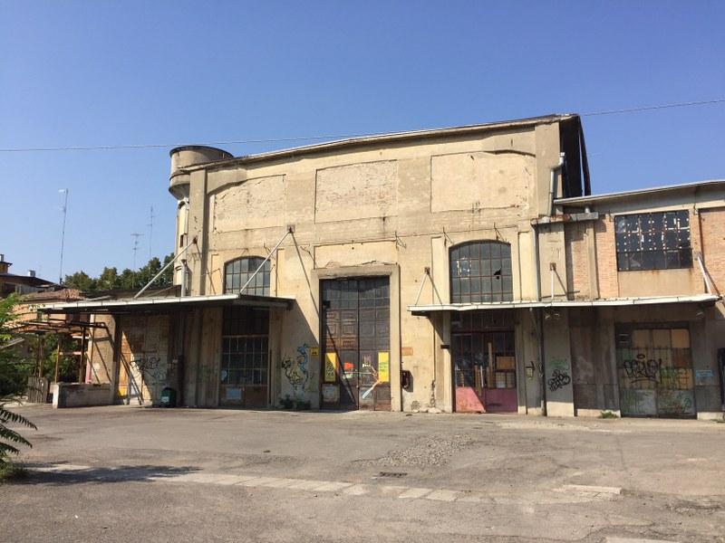 La facciata dell'edificio ex Aem