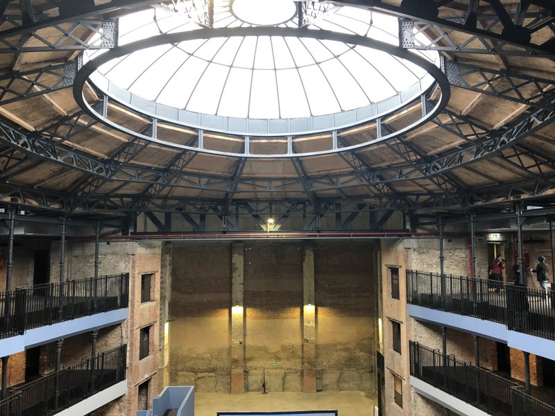 La volta dell'ex Teatro Verdi, che delimita la piazza coperta