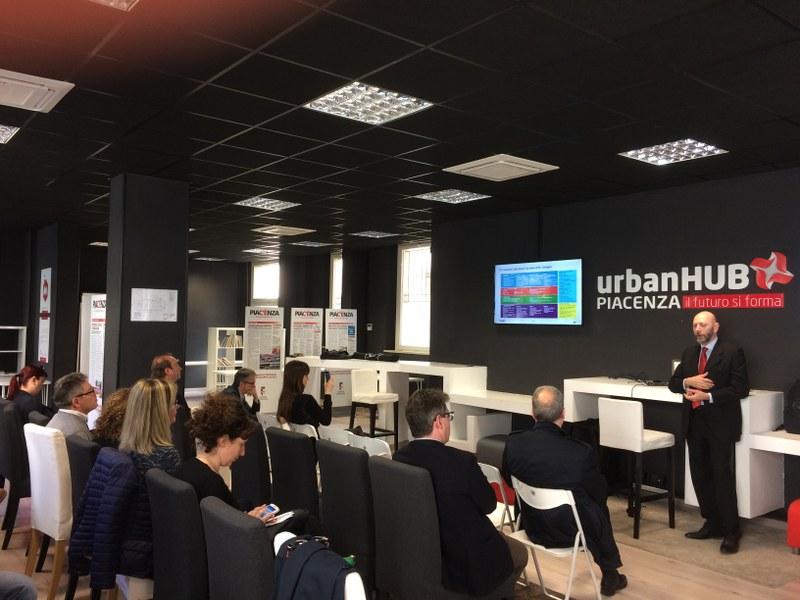 Marco Mena, di EY, illustra i risultati dello Smart City Index a Piacenza