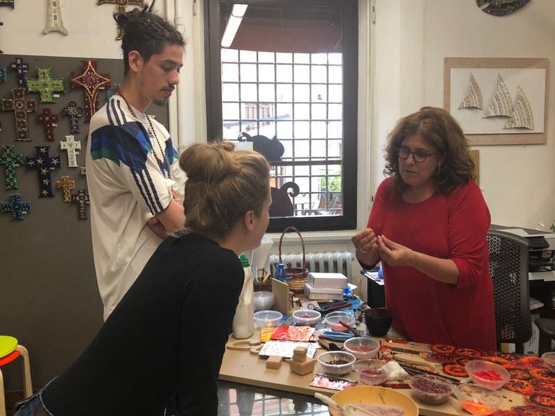 I blogger Louis e Luisa scoprono l'antica tecnica del mosaico