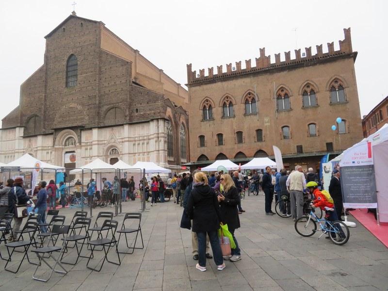 Mobility Village e infopoint in Piazza Maggiore a Bologna