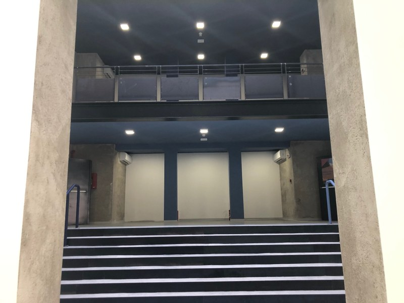 L'ingresso dello spazio ristrutturato, sul retro del teatro