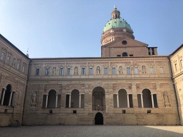 Chiostro grande del complesso monumentale
