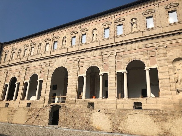 Dettaglio del complesso monumentale dei Chiostri di San Pietro